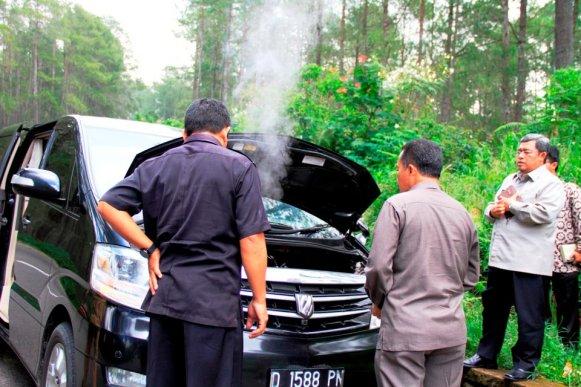 Mobil Alphard Kang Aher Gubernur Jawa Barat