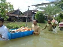 PKS Bantu Korban Banjir Gresik